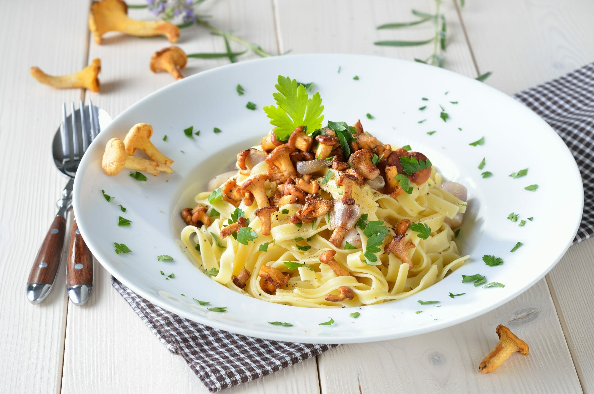 shallot-pasta-with-chanterelle-mushrooms